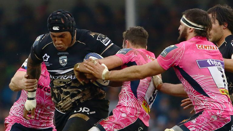 Nemani Nadolo looks to get through the Chiefs' defence