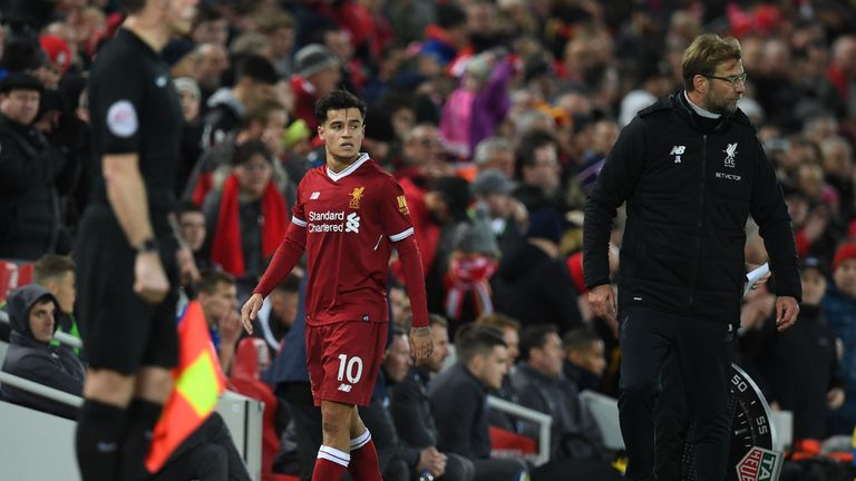 Liverpool's Brazilian midfielder Philippe Coutinho (C) is substituted as Liverpool's German manager Jurgen Klopp (R) gestures during the English Premier Le