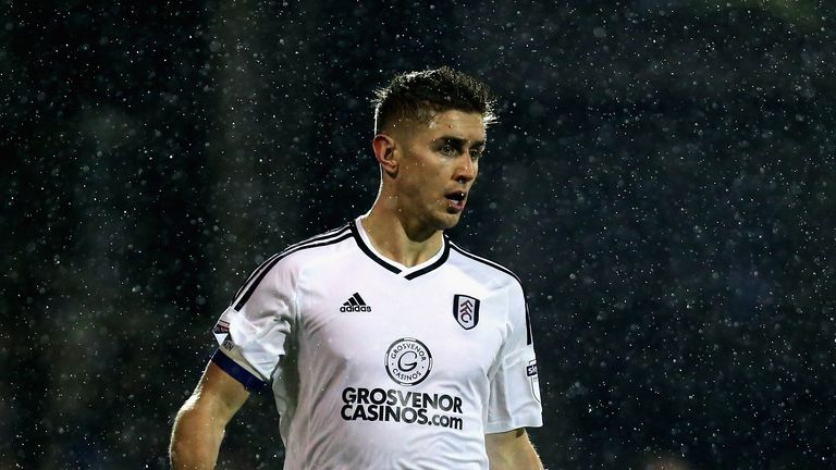 LONDON, ENGLAND - JANUARY 02: Tom Cairney of Fulham runs with the ball during the Sky Bet Championship match between Fulham and Ipswich Town at Craven Cott