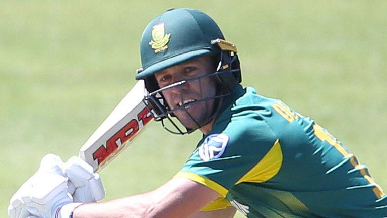 De Villiers runs through his batting drills at SuperSport Park in Centurion