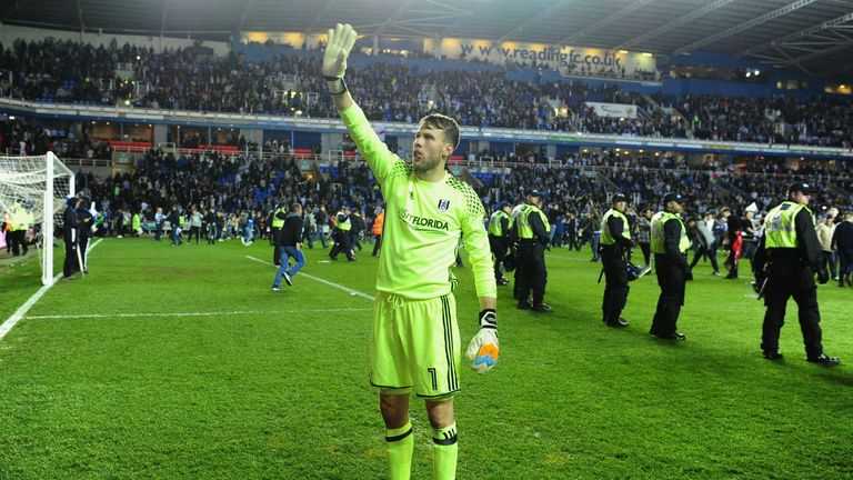 READING, ENGLAND - MAY 16:  Marcus Bettinelli of Fulham shows appreciation to the fans after the Sky Bet Championship Play Off Second Leg match between Rea