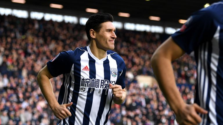 WEST BROMWICH, ENGLAND - FEBRUARY 17:  Gareth Barry of West Bromwich Albion runs out ahead of the The Emirates FA Cup Fifth Round between West Bromwich Alb