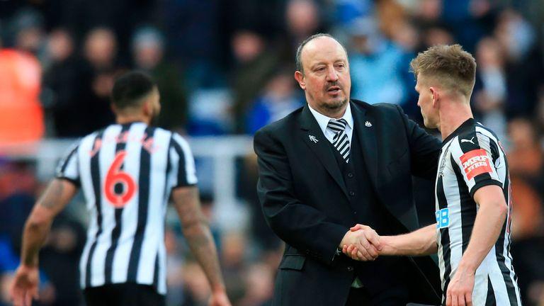 Newcastle United's Spanish manager Rafael Benitez (L) shakes hands with Newcastle United's Scottish midfielder Matt Ritchie (R) during the English Premier