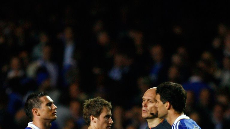 LONDON, ENGLAND - MAY 06:  Frank Lampard and Michael Ballack of Chelsea argues with referee Tom Henning Ovrebo during the UEFA Champions League Semi Final