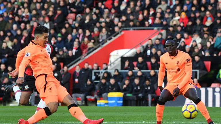 SOUTHAMPTON, ENGLAND - FEBRUARY 11:  Roberto Firmino of Liverpool scores his sides first goal during the Premier League match between Southampton and Liver