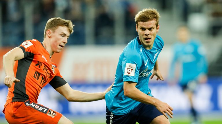 SAINT PETERSBURG, RUSSIA - DECEMBER 02: Aleksandr Kokorin (R) of FC Zenit Saint Petersburg and Vladimir Ilyin of FC Ural Ekaterinburg vie for the ball during the Russian Football League match between FC Zenit St. Petersburg and FC Ural Ekaterinburg on December 2, 2017 at Saint Petersburg Stadium in Saint Petersburg, Russia. (Photo by Epsilon/Getty Images)
