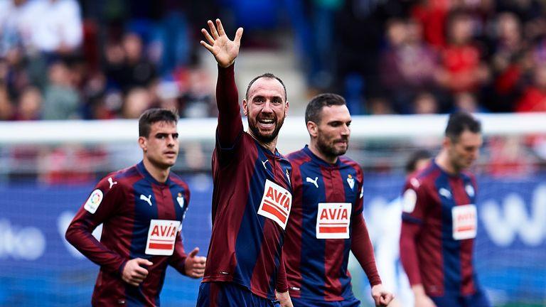 Kike celebrates his equaliser for Eibar on Saturday