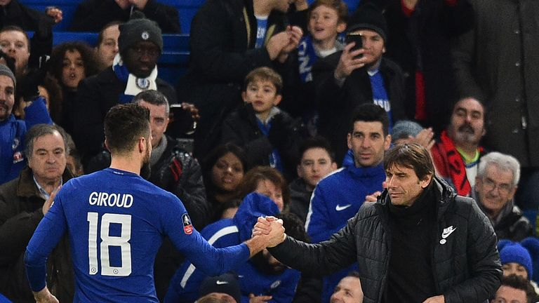 Giroud is certain head coach Antonio Conte has not lost the backing of the Chelsea players