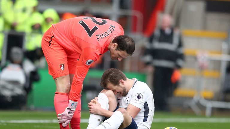 Harry Kane suffers an injury during Tottenham's game at Bournemouth