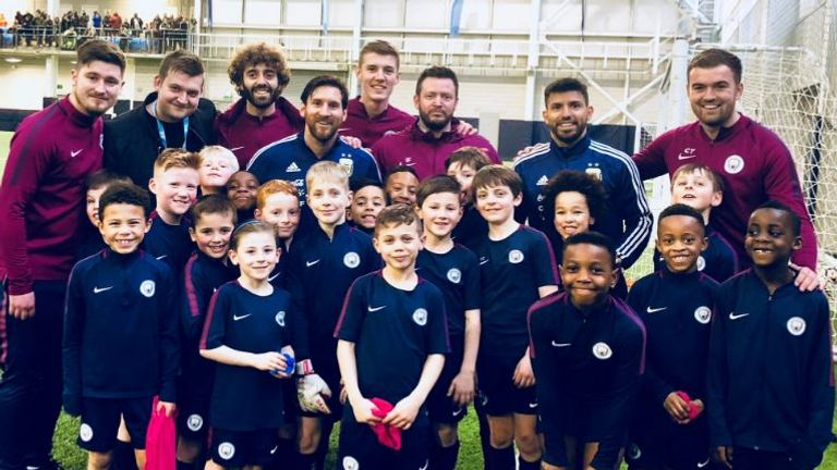 Messi and Aguero posed with City youngsters and their coaches (photo: Manchester City)