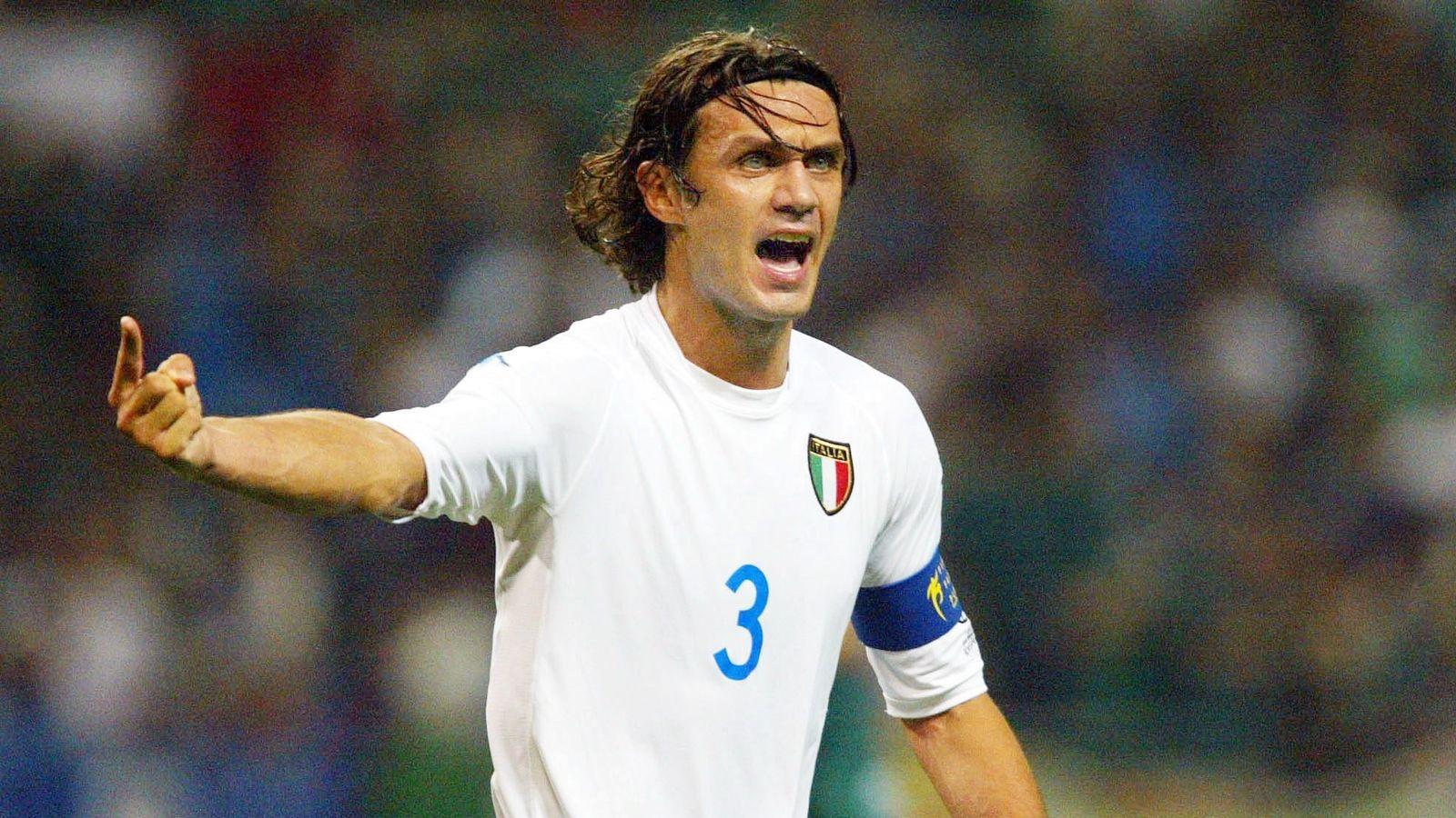 Paolo Maldini in talks with Alessandro Costacurta over