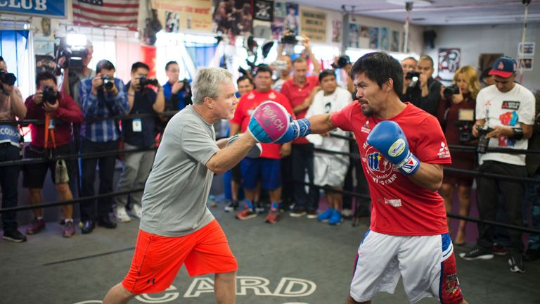 Trainer Freddie Roach works out with Manny Pacquiao in 2016