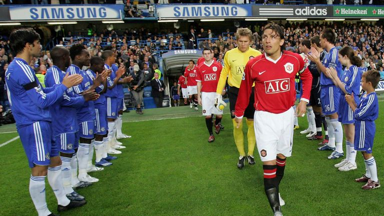 Chelsea awarded Manchester United an honor guard in May 2007