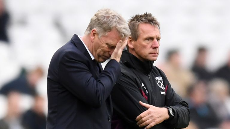 Moyes shows his frustration during West Ham's 4-1 defeat to City