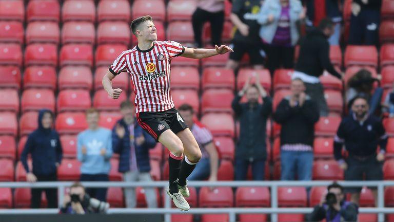 Paddy McNair of Sunderland celebrates scoring during the Sky Bet Championship match against Burton