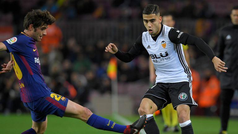 Barcelona's Spanish midfielder Sergi Roberto (L) vies with Valencia's Brazilian forward Andreas Pereira