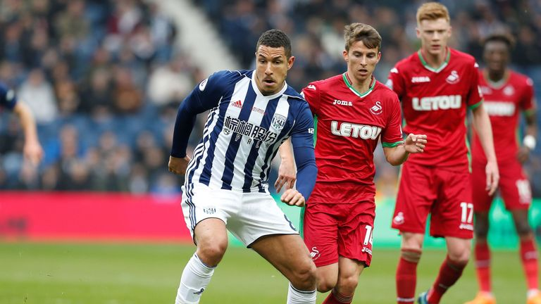 Watford considered a loan move for West Bromwich Albion's English midfielder Jake Livermore (C)