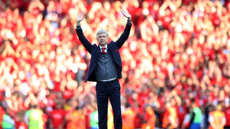 Arsene Wenger says goodbye at the Emirates Stadium
