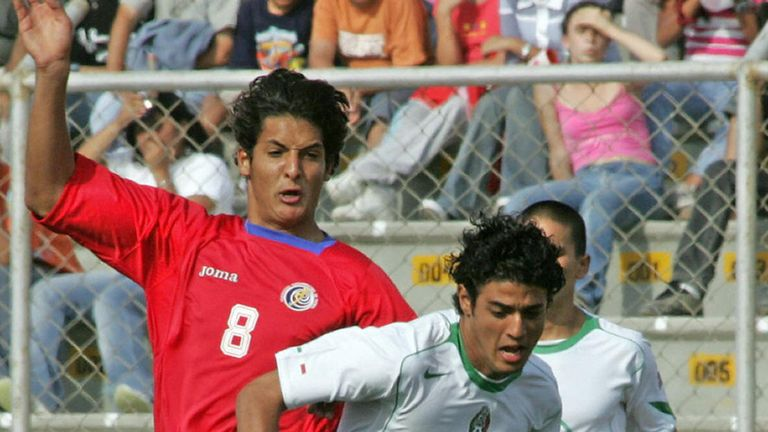 Celso Borges competes with Mexico's Carlos Vela as a 17-year-old in 2005