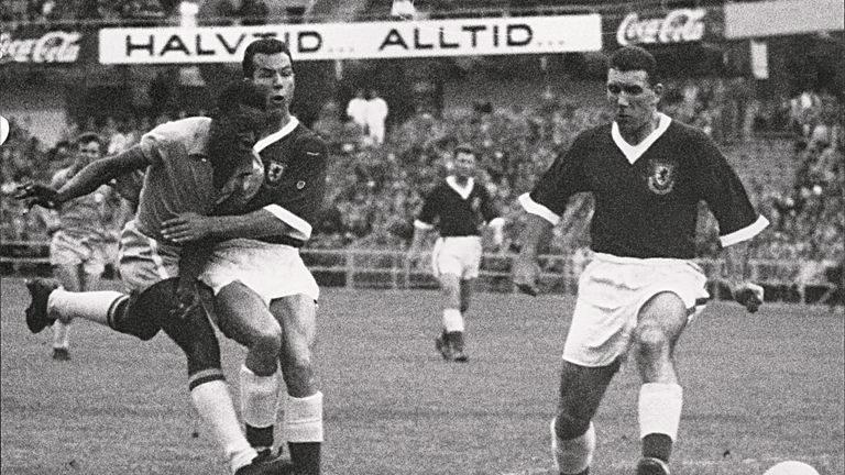 Pele scored the only goal against Wales as Brazil advanced to the semi-finals.