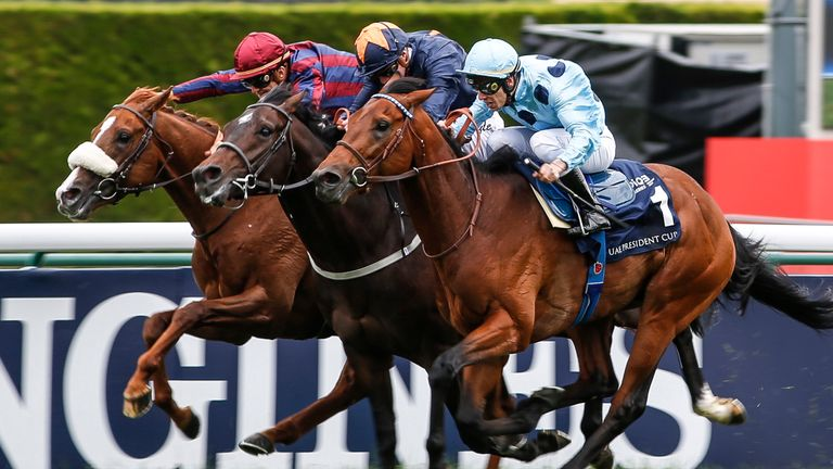 Cristian Demuro and Olmedo swoop late to win the French 2000 Guineas