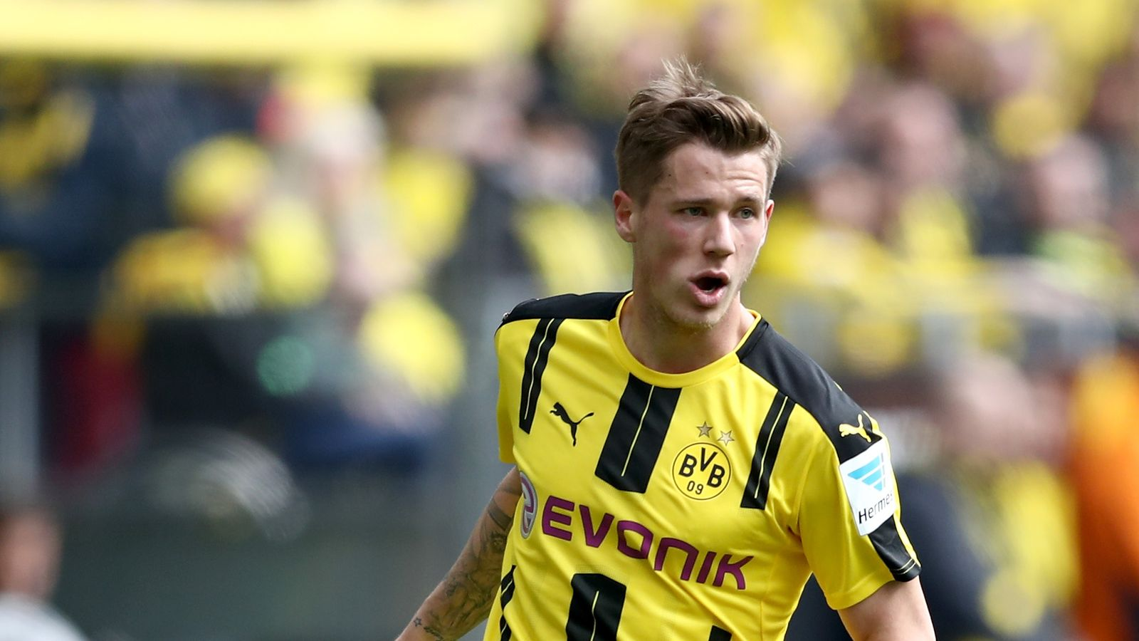 Huddersfield confirm Erik Durm signing from Borussia Dortmund | Football  News | Sky Sports