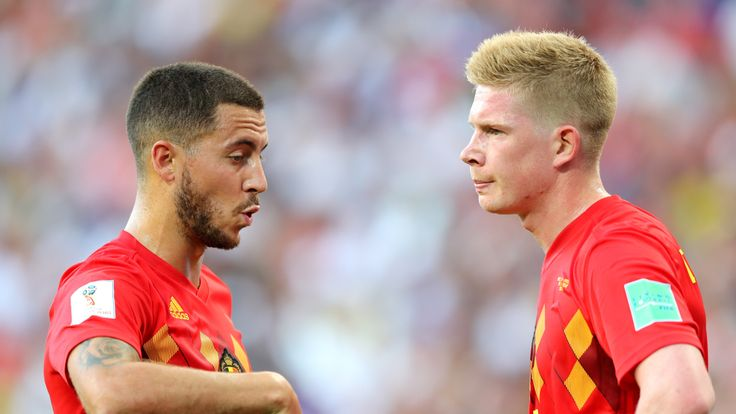 Eden Hazard talks with Kevin De Bruyne during the group G match against Panama