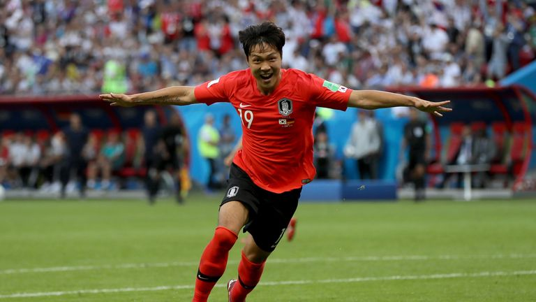 Kim Young-gwon celebrates as South Korea take the lead against Germany
