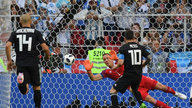 Hannes Halldorsson saves Lionel Messi's penalty as Iceland draw with Argentina