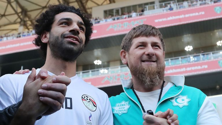 Mohamed Salah (L) poses with head of the Chechen Republic Ramzan Kadyrov