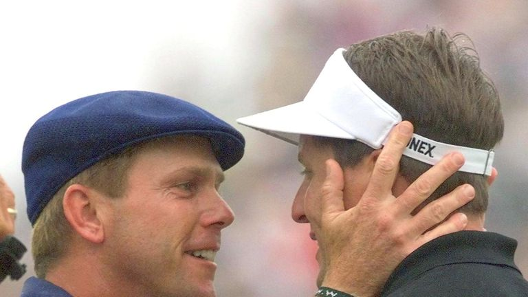Payne Stewart embraces Phil Mickelson after winning the 1999 US Open