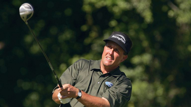 Mickelson chased Goosen but double-bogeyed the 17th in the final round to lose out