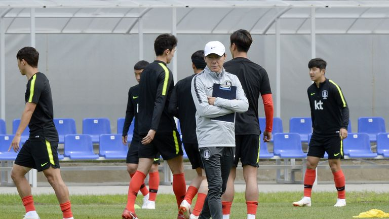 South Korea's coach Shin Tae-yong watches his team traing at Nizhny Novgorod Stadium in Nizhny Novgorod on June 17, 2018, on the eve of the team's Russia 2018 World Cup Group F football match against Sweden
