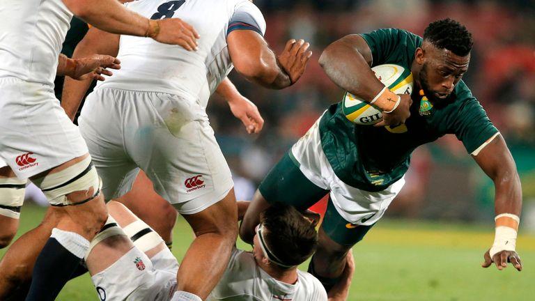 Springbok skipper Siya Kolisi carries for the boks