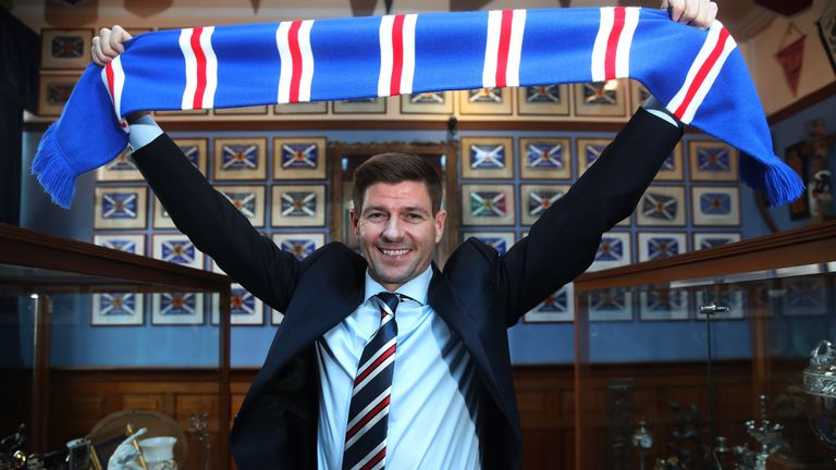 GLASGOW, SCOTLAND - MAY 04:  Steven Gerrard shakes hands with Dave King as he is unveiled as the new manager of Rangers football Club at Ibrox Stadium on May 4, 2018 in Glasgow, Scotland. (Photo by Ian MacNicol/Getty Images)