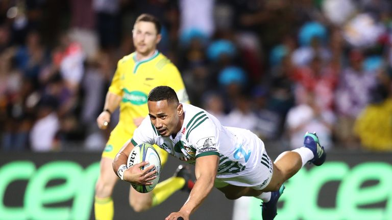 Toni Pulu of the Chiefs dives over to score a try