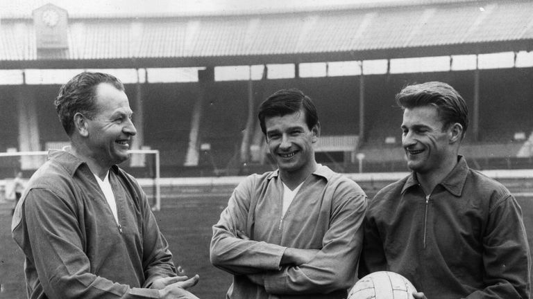 Former England international Stan Anderson has died aged 85