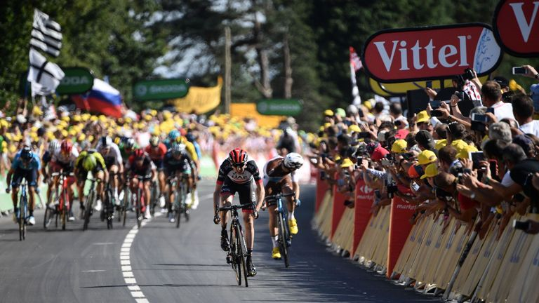 Dan Martin holds off Pierre Latour and the chasing pack to win stage six