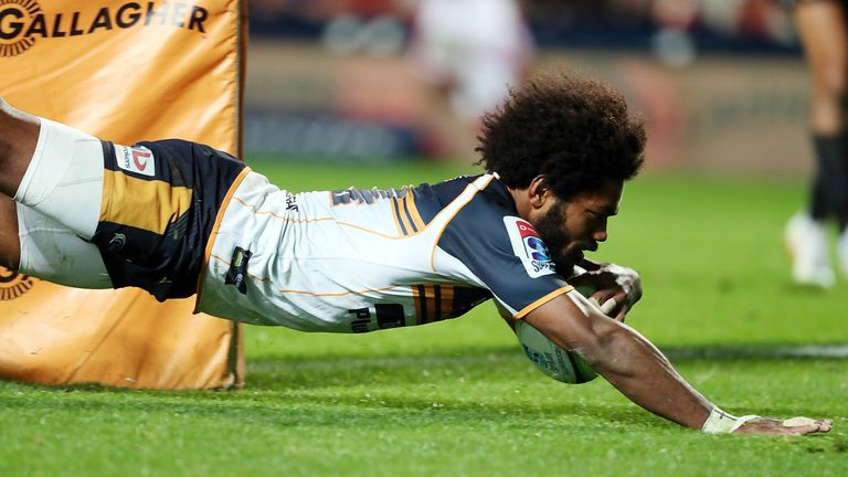 Henry Speight scored twice as the Brumbies threatened a late comeback