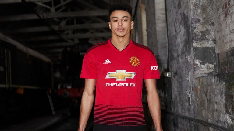 best service 7b71d cf188 Manchester United unveil home kit for 2018-19 season ...