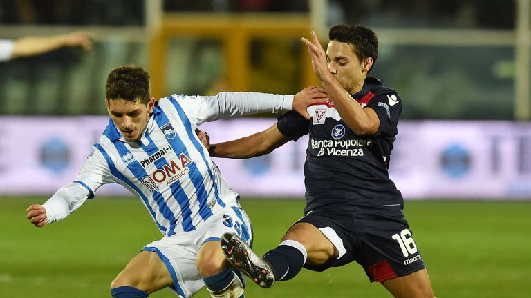 Torreira in action for Pescara in Serie B during their promotion season