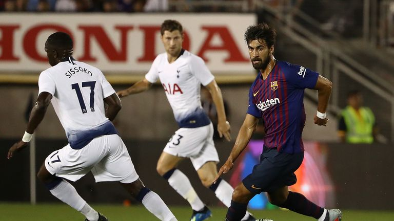 Moussa Sissoko limped off in California