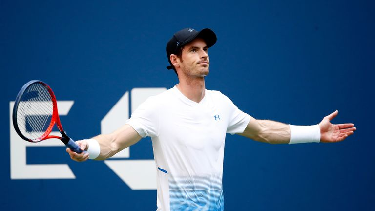 Murray drops award in Shenzhen