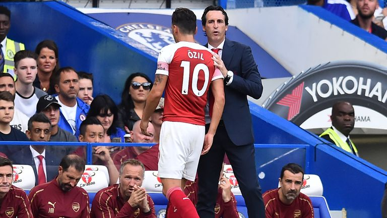 Unai Emery greets Mesut Ozil during Arsenal's 3-2 defeat to Chelsea at Stamford Bridge in August 2018