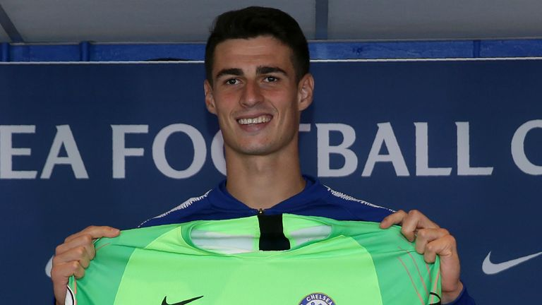 Chelsea's new goalkeeper, Spain's Kepa Arrizabalaga holds up a team football shirt as he attend his unveiling press conference at Stamford Bridge in west London on August 9, 2018. - Spain's Kepa Arrizabalaga became the most expensive goalkeeper in history after Chelsea confirmed his 80 million euro (£71.6 million, $92 million) move from Athletic Bilbao.