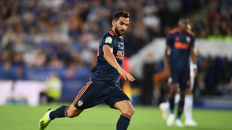 Fulham have entered talks with Valencia for defender Martin Montoya