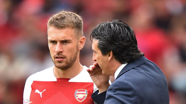 Unai Emery speaks with Aaron Ramsey during the Premier League match against Manchester City