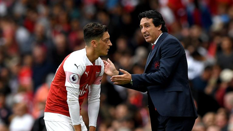 Unai Emery gives instructions to Mesut Ozil during the 2-0 defeat to Manchester City