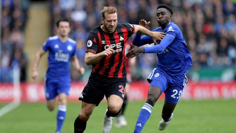 Laurent Depoitre (L) runs with the ball under pressure from Wilfred Ndidi (R)