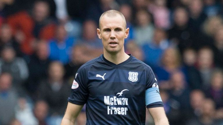 Kenny Miller scored his first goal for Dundee in the club's last game before the international break, in a 1-1 draw with St Mirren
